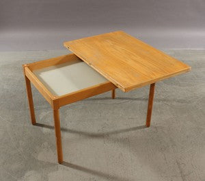 Borge Mogensen Reversible Coffee/Game Table for Fritz Hansen Model 1791.