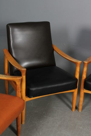 Black Leather Armchair with Lacquered Oak Frame by Fritz Hansen