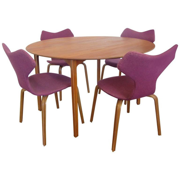 Grand Prix Dining Set By Arne Jacobsen