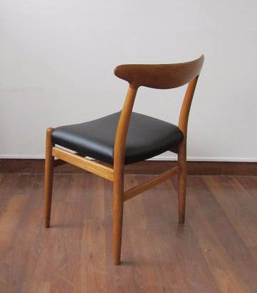 Hans J. Wegner Chair, Model W2