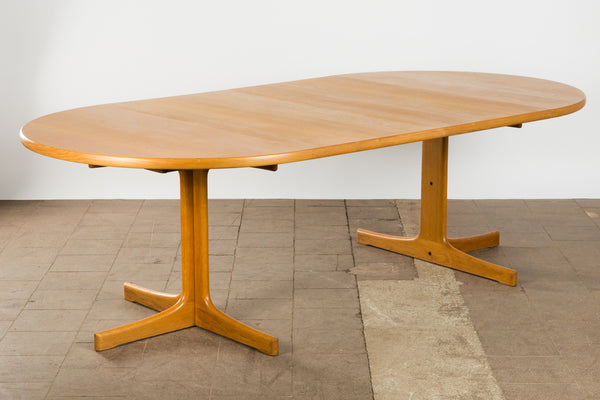 TEAK VENEER EXTENDABLE ROUND DINING TABLE