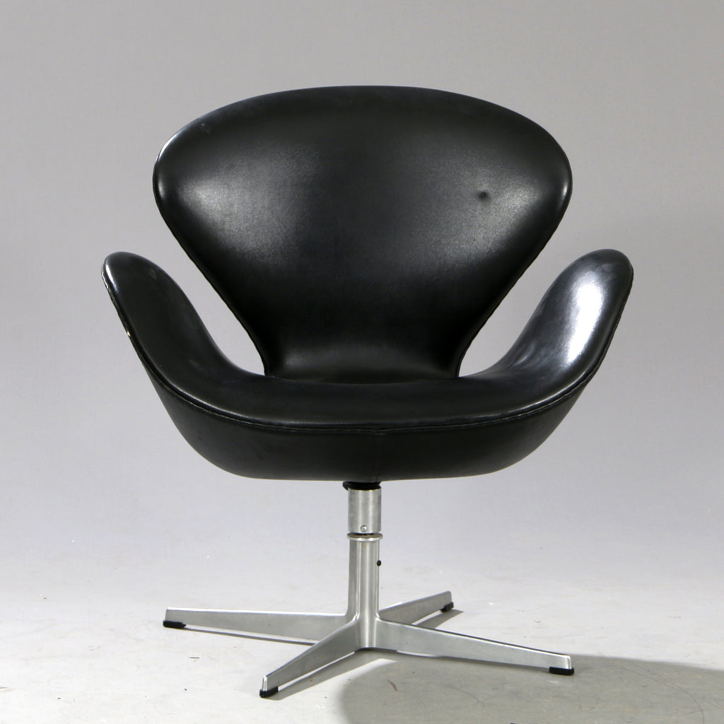 Original Arne Jacobsen Swan Chair In Black Leather Mostly Danish