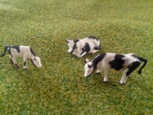 1:87 Scale HO/OO Gauge Model Railway Black & White Cows - Pack of 3 or 6