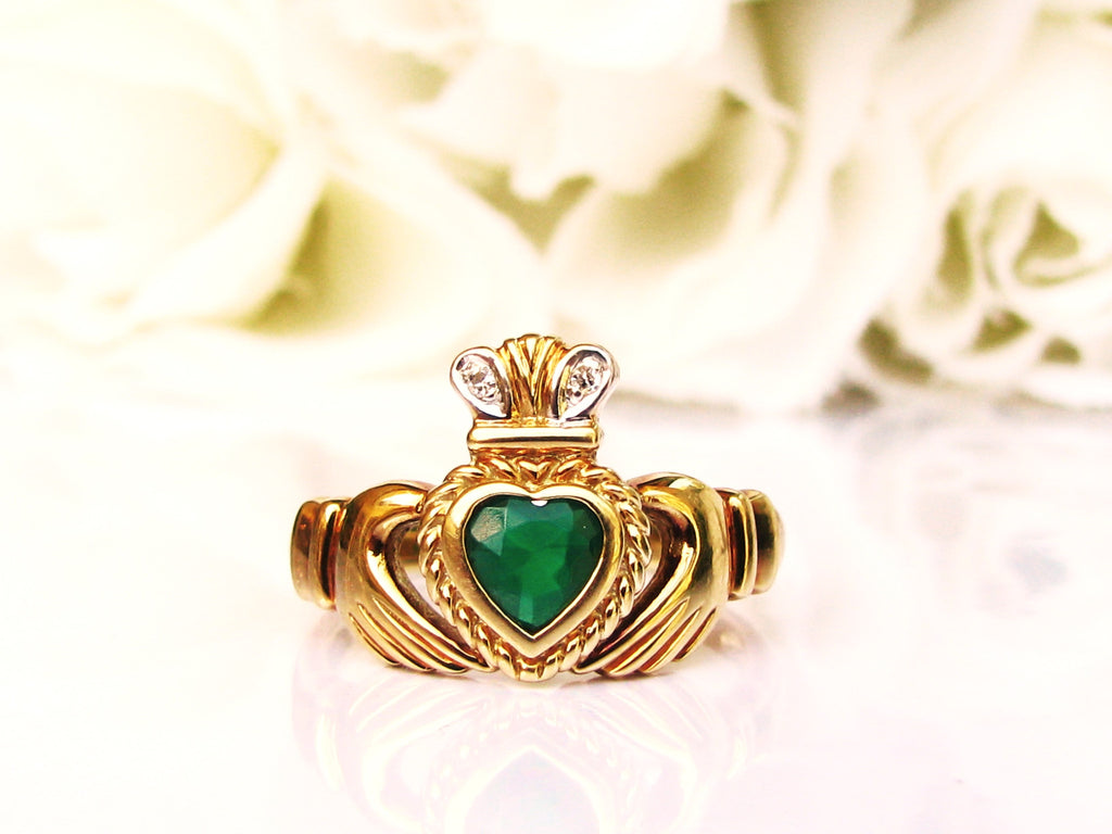 vintage emerald green colored glass heart claddagh ring