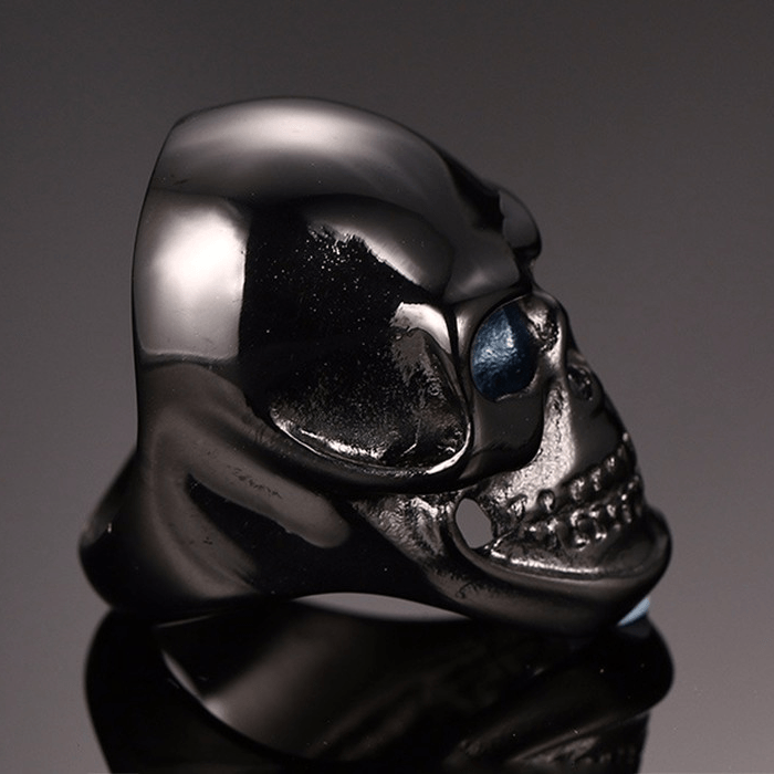Black Gothic Skull Ring side