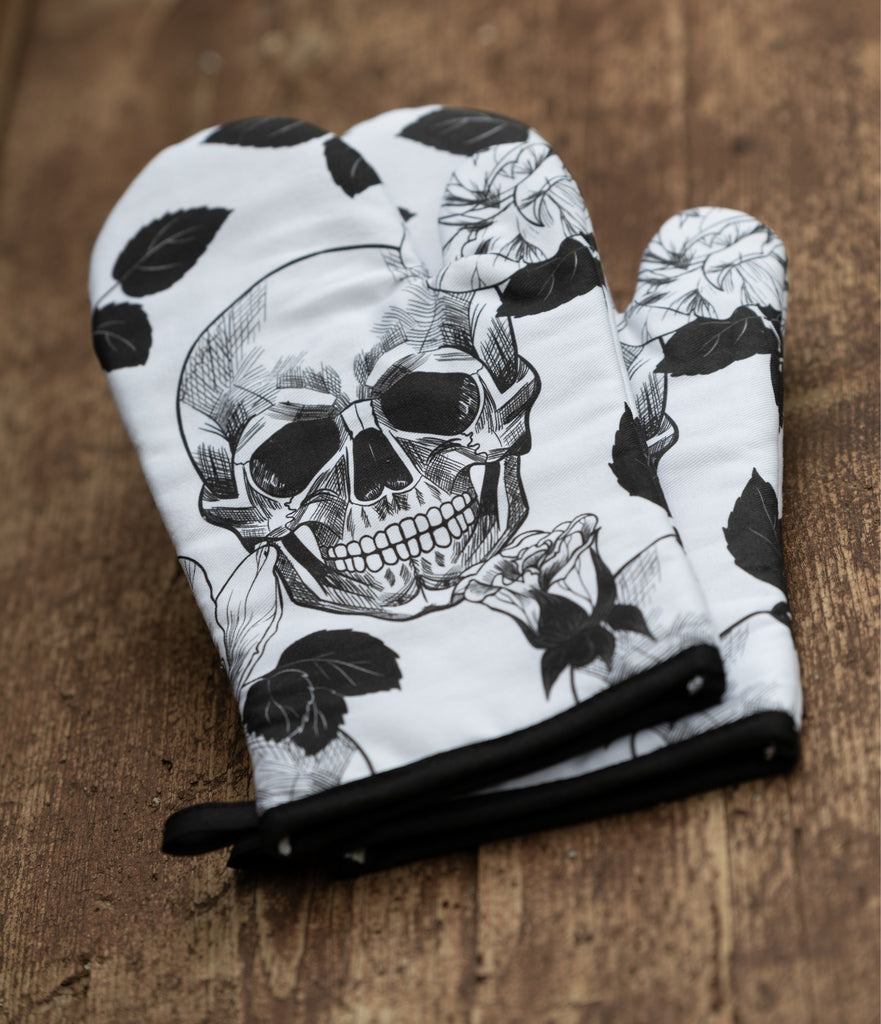 Skullistic™ Gothic Skull Oven Mitts And Potholder Set