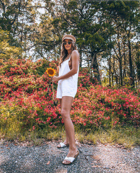 Blogger, @jamienkidd, wearing the white linen overalls