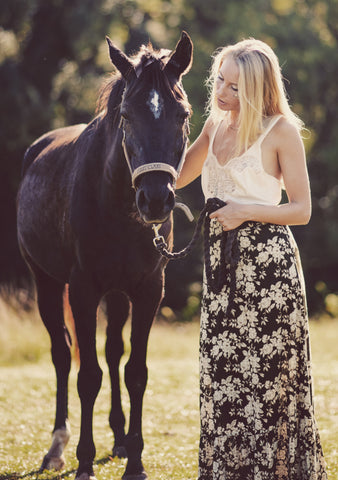 Dreamers and Drifters blog long skirt with horse