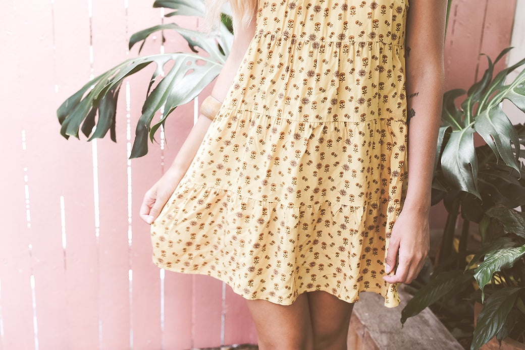 Short yellow printed dress