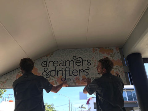 Dreamersanddrifters.com.au signs going up