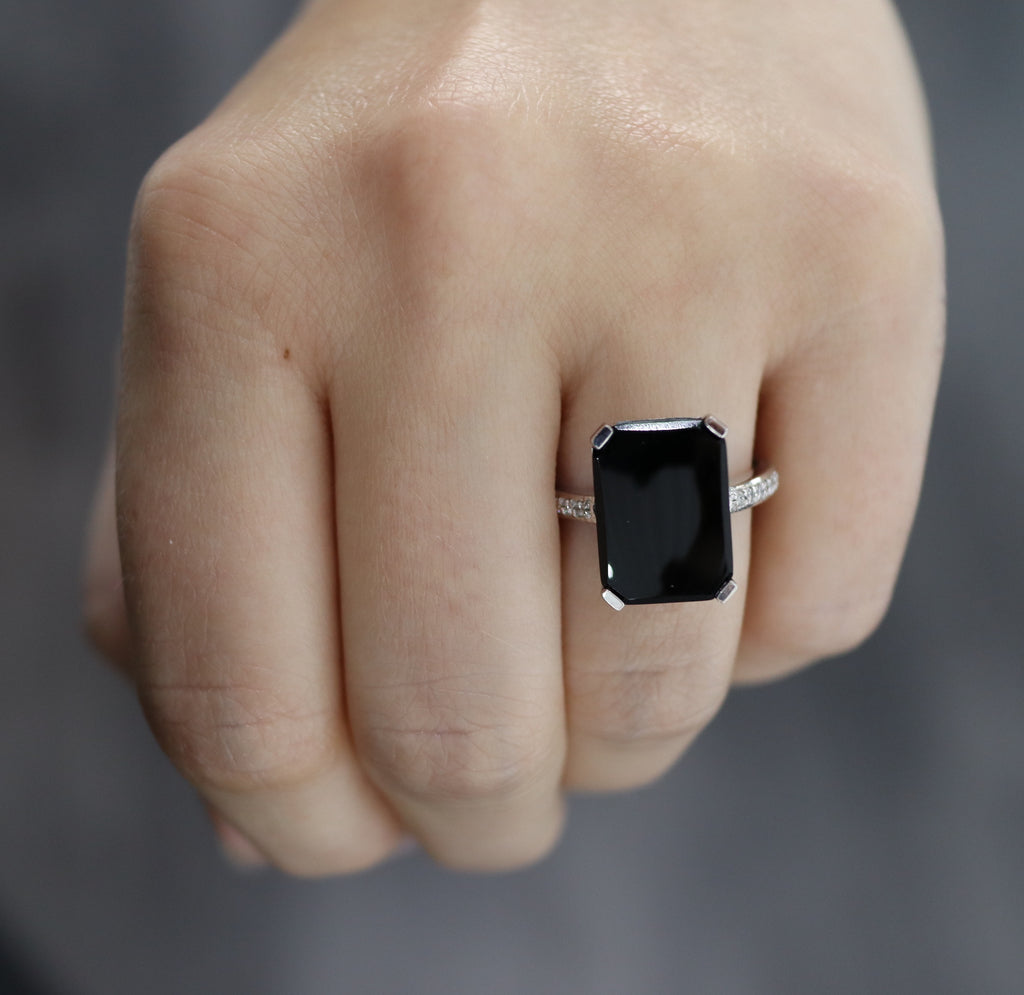 White Gold & Onyx Ring E1361WG