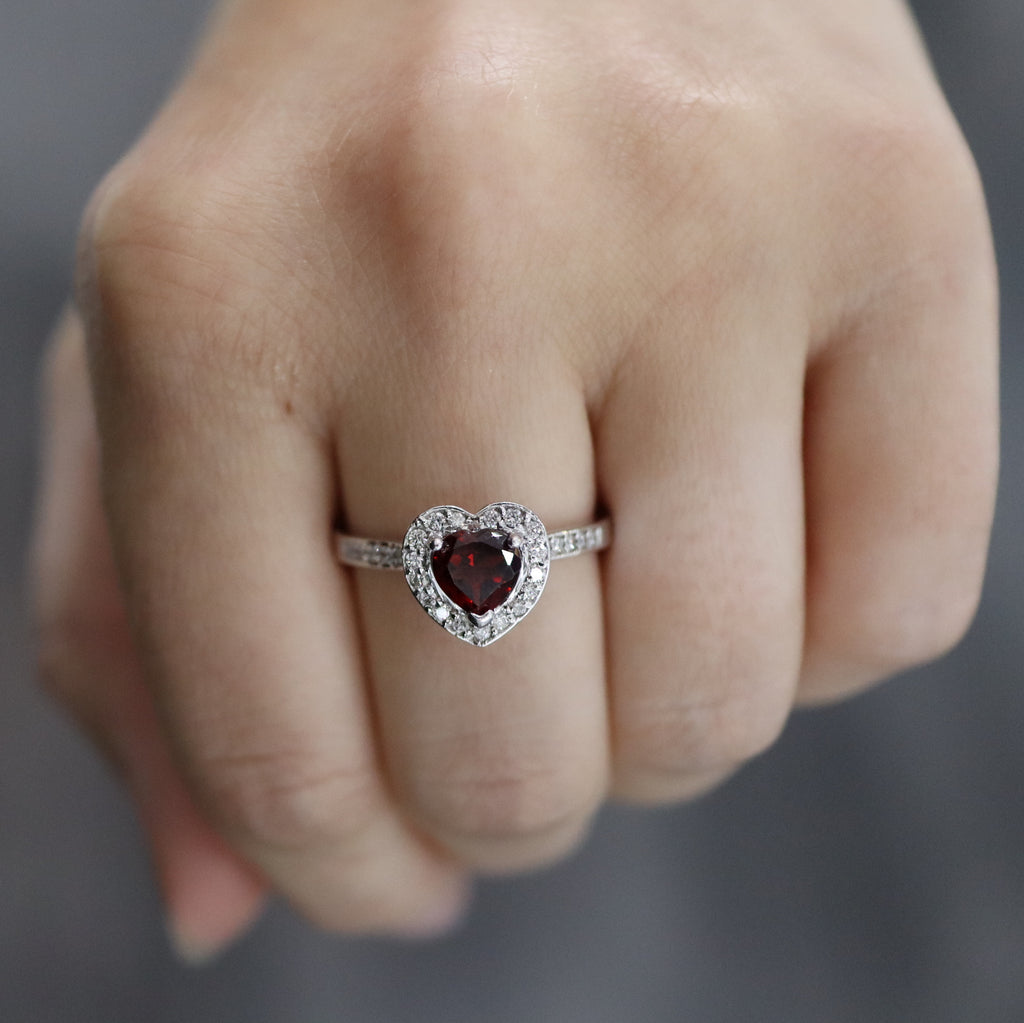 White Gold & Garnet Ring E1409WG