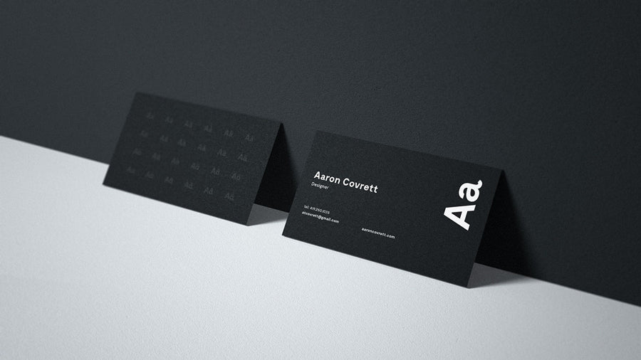 free close-up black business card mockup