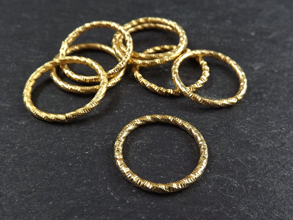 25mm Twisted Etched Jump Rings 22k Gold Plated - 6pcs