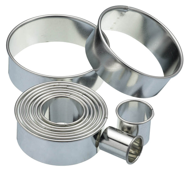 11 Round Plain Pastry Cutters With Metal Storage Tin