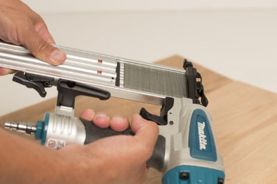 Close up image of the Makita AF505N Brad Nailer 18G magazine