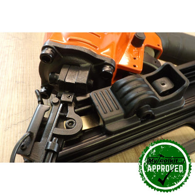 Close up of the mechanics of the Tacwise 15 Gauge Inclined Air Brad Nailer (32-64mm) GDA64V