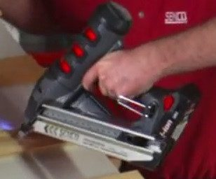 Senco Fusion 15 Gauge Angled Finish Nailer (30-65mm) F-15 - Stapling and Nailing Supplies Ltd