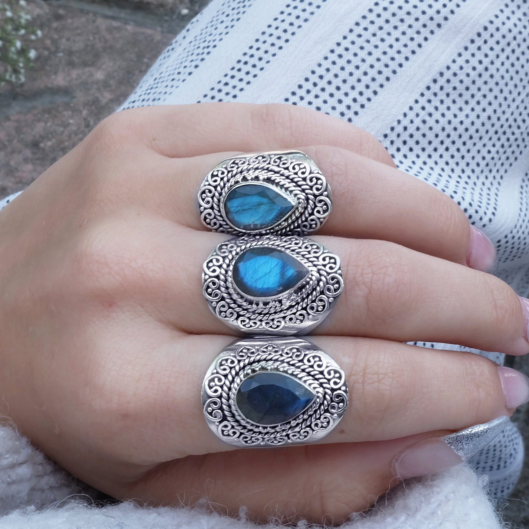 CUT STONE LABRADORITE GUINEVERE RING