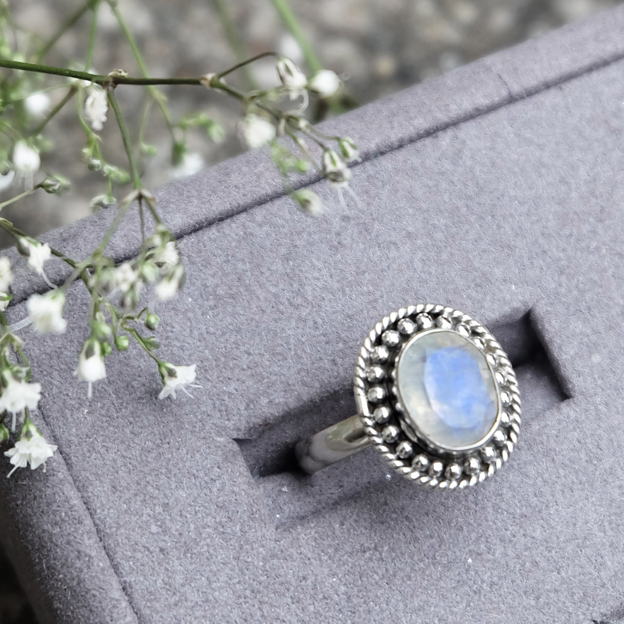STERLING SILVER RAINBOW MOONSTONE INDIANA RING