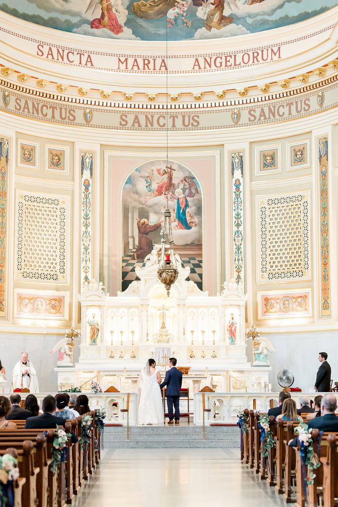 Blooms & Bliss floral showcase:  A romantic Chicago cathedral wedding