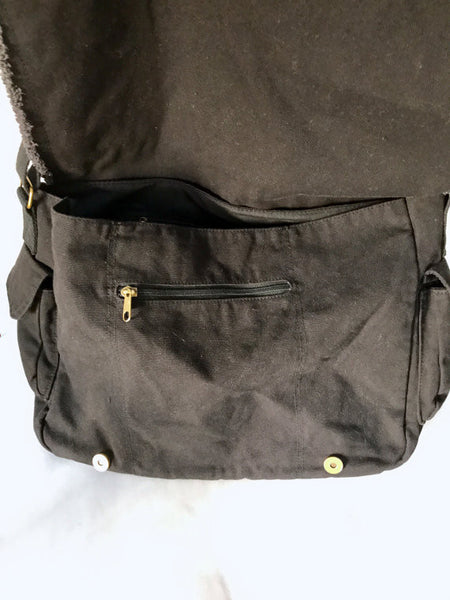 Cotton canvas messenger bag with adjustable strap, leather patch and chain trim