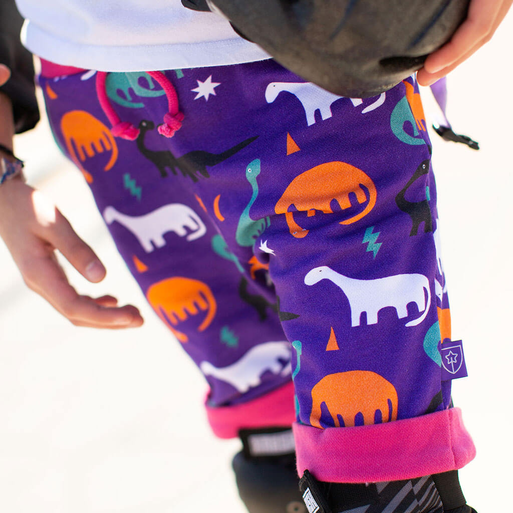"""Longneck Life"" Dinosaurs Drawstring Cuffed Shorts with Pockets"
