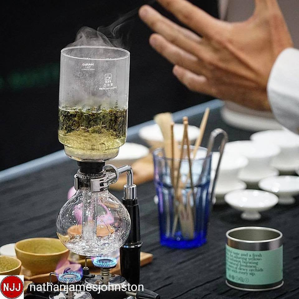 Alternative brew method using siphon at the 1st Tea Masters Cup Singapore 2017 by Dave Lim from Sun Ray Cafe.