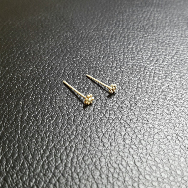 Indian flower nose stud - tiny tribal tragus earring, nose pin or other body piercing jewelry - Cat's Curiosity Shop