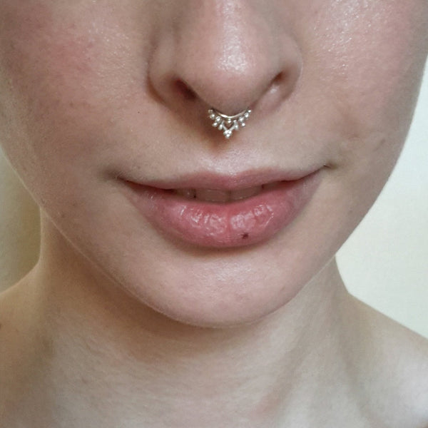 Ornate Piercing Ring - 9k gold and fine silver with delicate details - Cat's Curiosity Shop