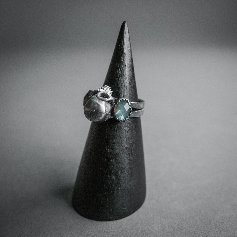 Theeth, Skull and Labradorite Bookends Ring