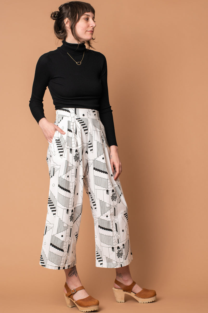 White Steps Bamboo Cropped Pleated Pant
