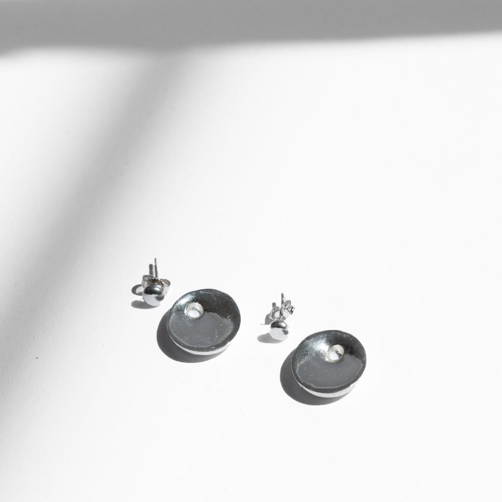 The Vera Earrings by Ende are a 3-in-1 set that offer versatility and choice. They offer an opportunity to play and explore. You can wear the silver studs with the jacket behind the ear (as seen in image) or in front of the lobe. Or if you're going for a more classic look, just wear the studs.