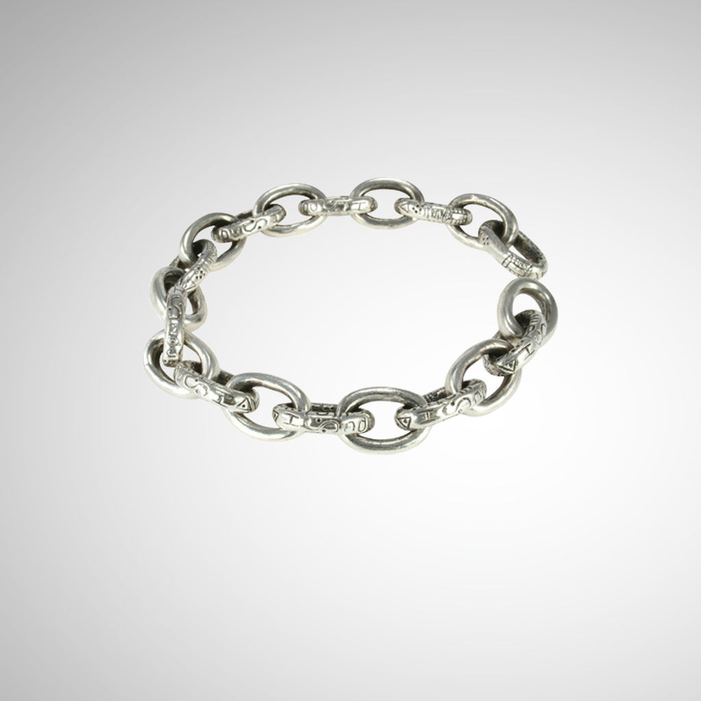Designed and hand carved by Jeffrey Levin, Poet and/the Bench co-founder and goldsmith, this thick silver, oval chain link bracelet is yours to stack or stun on its own. The engraved oval links are finished with an architectural joint clasp system that seamlessly fit together. Edgy, yet timeless chain link jewelry.
