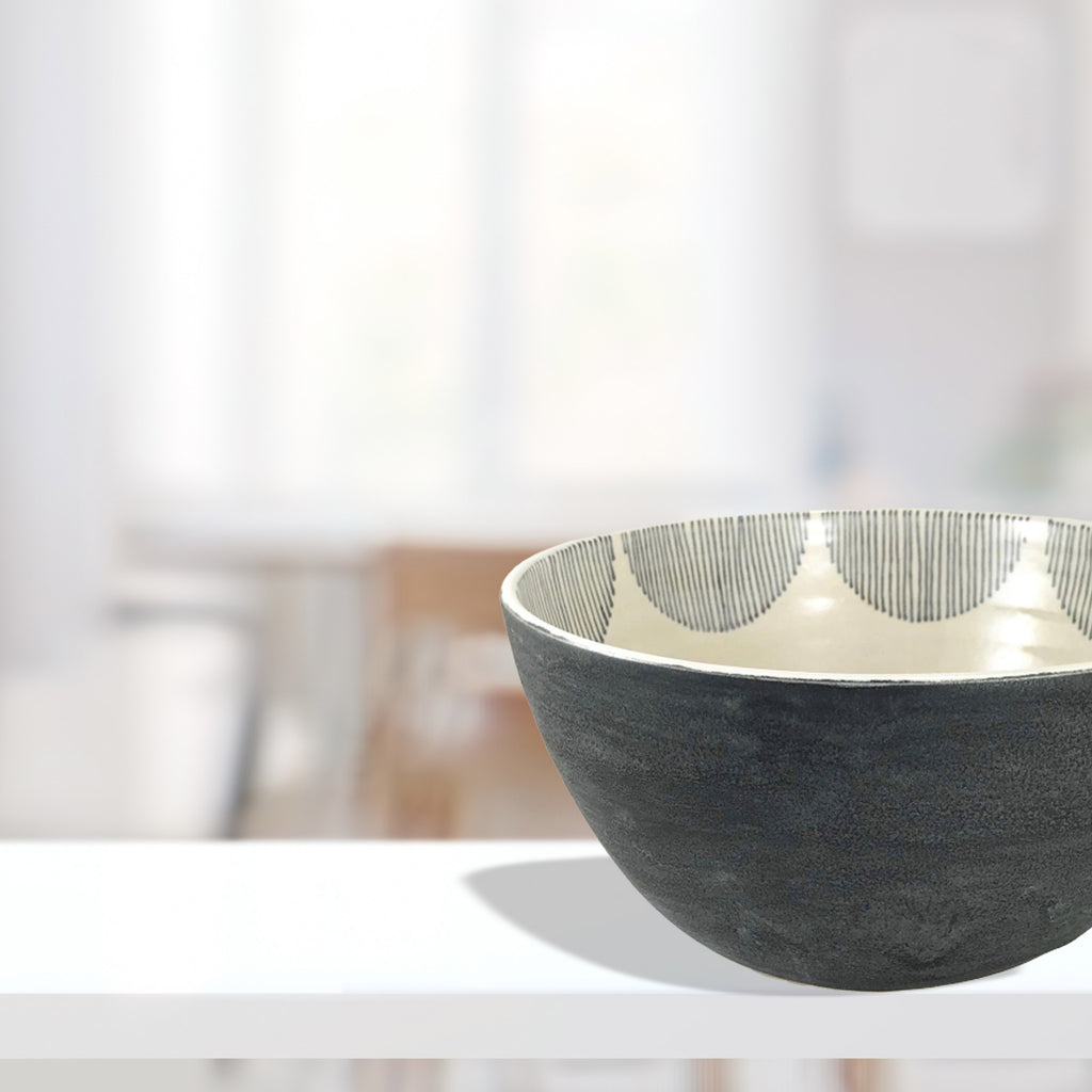 The scallop designed lines inside of the bowl are drawn in a deep dramatic shade of blue.