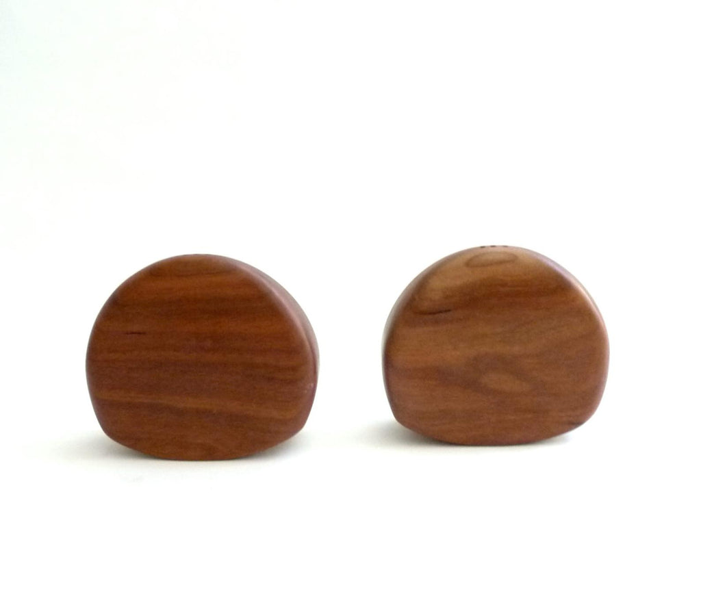 Gorgeous vintage walnut salt and pepper shakers. Back view