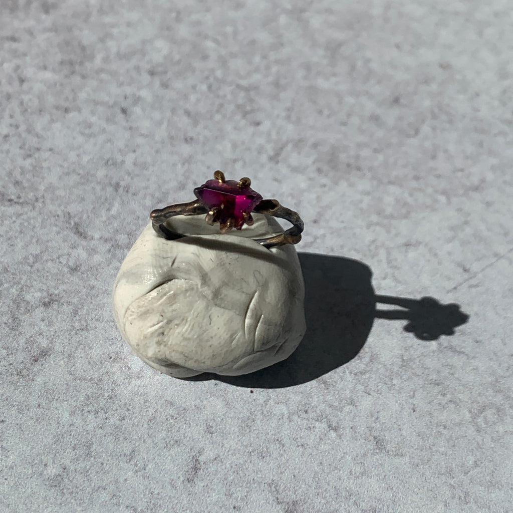 Add edge to your ring stack with Variance Objects gorgeous hand cut rough stones and signature mixed metal work. This deep garnet single stone ring captures light and pops the vibrant color.