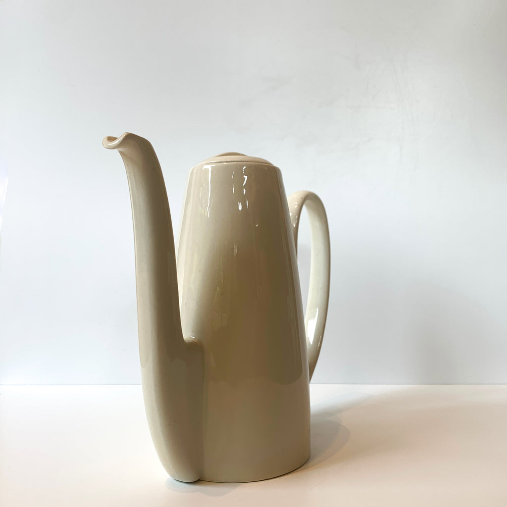 We love the sensual lines and luscious cream glaze of this porcelain carafe. Working from a home office or sharing a cuppa with a special person? What a stunning way to keep your tea and coffee service elevated!  Front view angle.