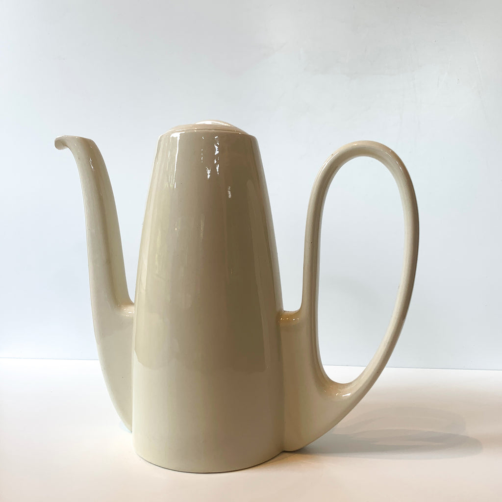 We love the sensual lines and luscious cream glaze of this porcelain carafe. Working from a home office or sharing a cuppa with a special person? What a stunning way to keep your tea and coffee service elevated!