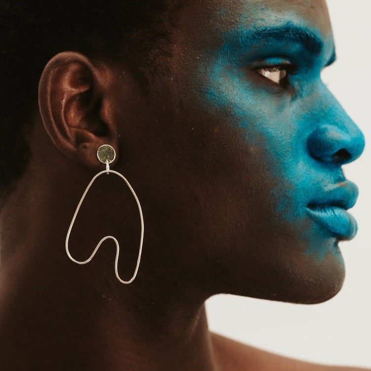 A love story about freedom. The sculptural nature of these Anaid Sway earrings flow with the natural curves of the human form.
