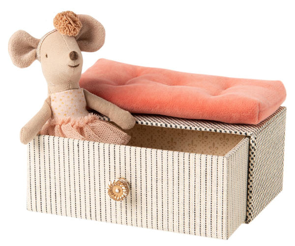 Little Sister Dancing Mouse in Daybed by Maileg