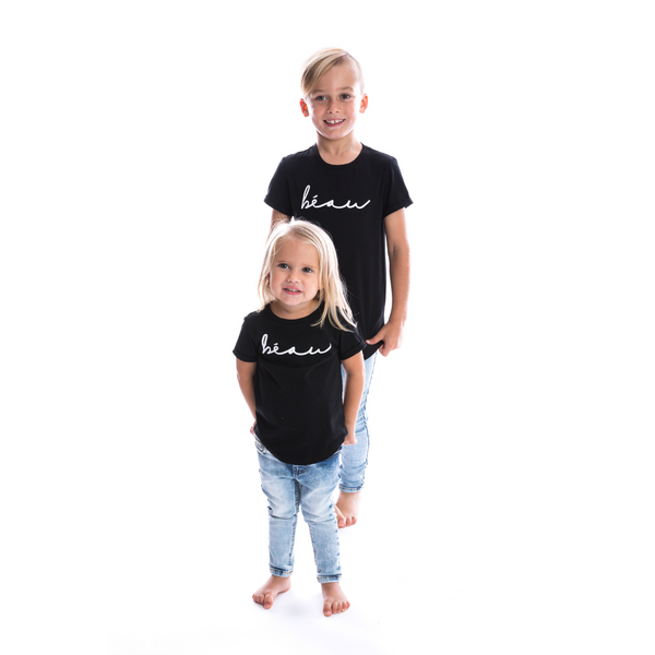 Signature Kids Tee in béau by Beau Hudson