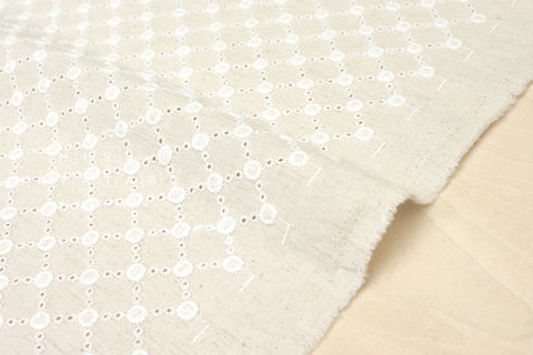 Embroidered Daisy Diamonds - white, natural