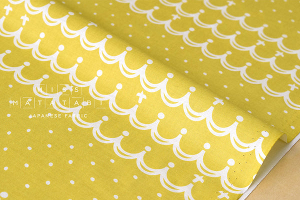 Waves - yellow - fat quarter