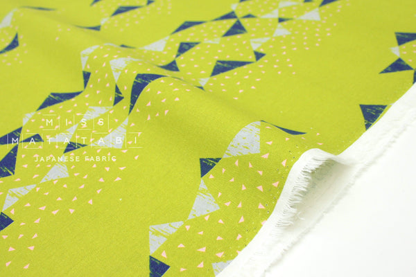 Japanese Fabric Kokka Tayutou Triangle - bright green - fat quarter