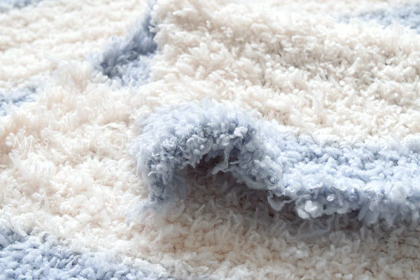 Fluffy Fleece Knit - blue, white