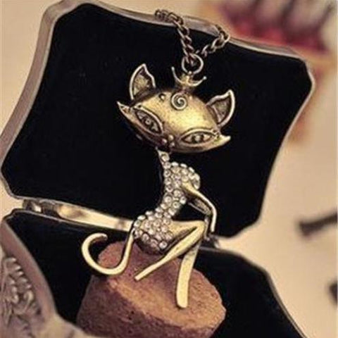 Exclusive Retro Fashion Cat Pendant Crystal Necklace