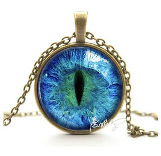 Vintage Charming Blue Green Cat Eye Pendant Necklace