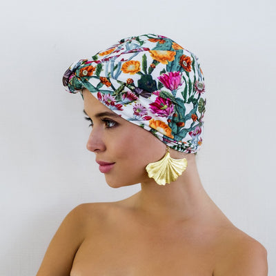 Louvelle dahlia shower cap in Cactus Garden