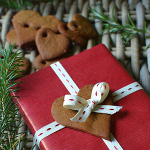 Homemade Christmas: gingerbread gift tags and garlands